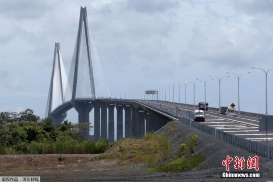 本地工夫2019年8月2日,巴拿马科隆,巴拿马运河上的第三座桥年夜西洋年夜桥完工。那是一座快要5千米少的庞大斜推桥,史崦国最少的斜推桥。