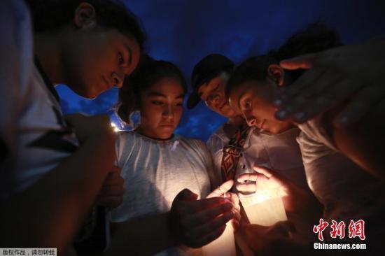 枪击案阴影笼罩美国校园 防弹背包销量大增