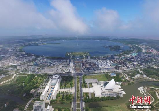 资料图:中国(上海)自由贸易试验区临港新片区。 张亨伟 摄