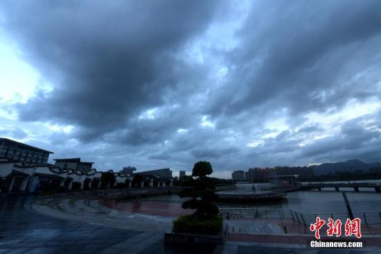 福建福鼎提升防台风预警级别 商业场所停止营业