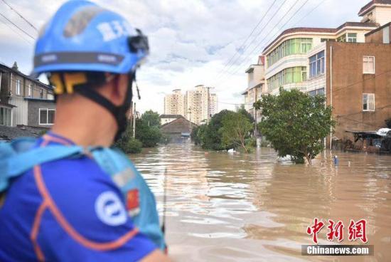 8月11日,据浙江省水文管理中心监测剖析,8月10日,受飓风强降雨影响,台州市椒江流域临海市上游的始丰溪、永安溪两江初次一起爆发特大洪水。李晨韵 摄