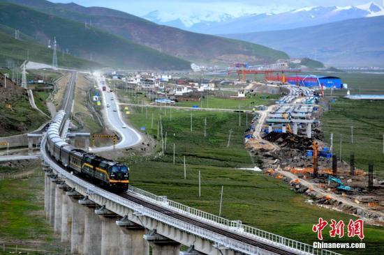 资料图:青藏铁路。<a target='_blank' href='http://www.chinanews.com/'>中新社</a>记者 江飞波 摄