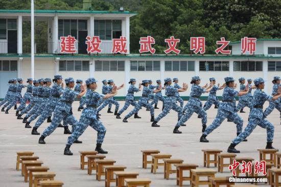 图为学员们即席表演岳家拳。/p中新社记者 谢光磊 摄
