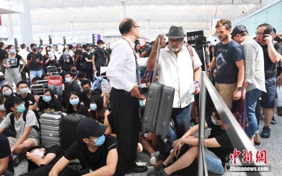 <b>救护员被撞击反受伤?香港消防处谴责示威者阻挠救援</b>