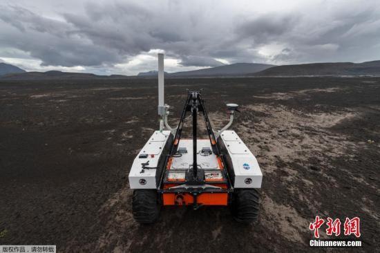 8月15日消息,据报道,NASA在7月时,派出15名科学家和工程师,前往距离冰岛首都雷克雅未克(Reykjavik)100公里的地方,进行为期3周的原型探测车测试。