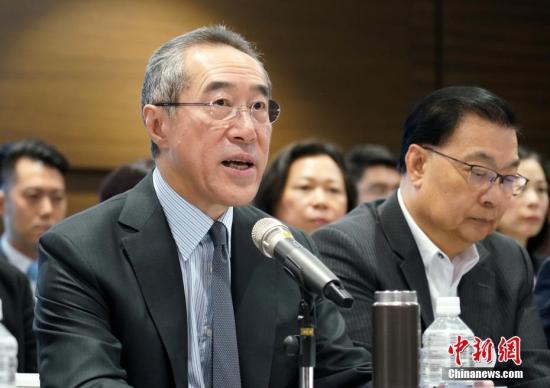 图为全国政协常委及香港友好协进会会长唐英年致辞。 中新社记者 张炜 摄