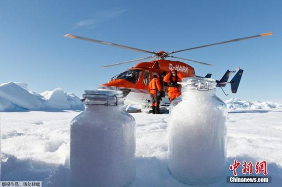 资料图:研究团队在北极冰芯中发现塑料微颗粒。