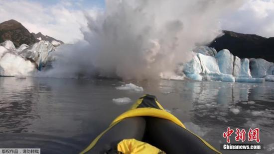 阿拉斯加冰山倒塌掀起巨浪 皮划艇运动员幸运逃脱(图)