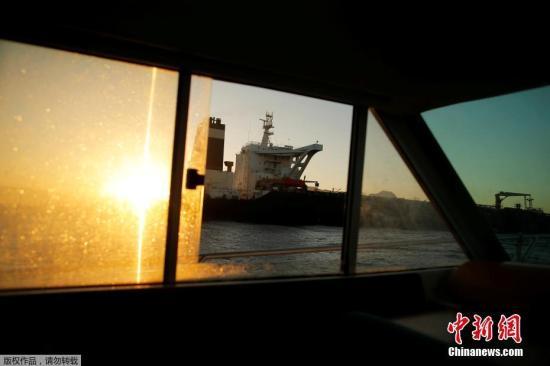 """材料图:本地工夫8月18日,曲布罗陀回绝好国持续拘留收禁伊朗油轮的请求,此前被拘留收禁的""""格蕾丝一号""""已动身驶离曲布罗陀。"""