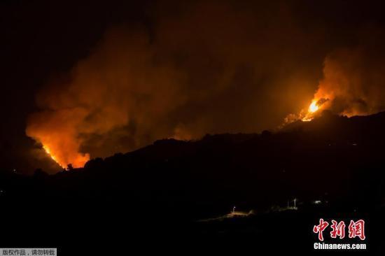 当地时辰2019年8月19日,西班牙大年夜加纳利岛,山川持续,火势桀。8月17日,当地Valleseco村发生森林大年夜火。便正正在几天前,该地区刚刚发生森林大年夜火。