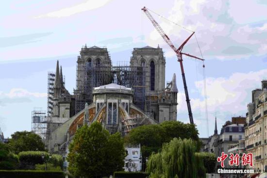 本地工夫8月19日,法国巴黎圣母院维建工程从头启动。巴黎圣母院4月15日突生机灾,屋顶战塔尖被销毁。因为圣母院被燃誉的修建质料中所露的大批铅跟着年夜水散布,招致铅净化。维建工程于7月尾停息,以便肃清铅净化。a target='_blank' href='http://www.chinanews.com/'中新社/a记者 李洋 摄