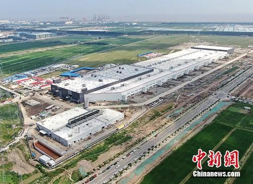 8月20日上午,中国(上海)自由贸易试验区临港新片区将正式揭牌。图为航拍特斯拉中国超级工厂。<a target='_blank' href='http://www.eoee.com.cn/'>中新社</a>记者 张亨伟 摄