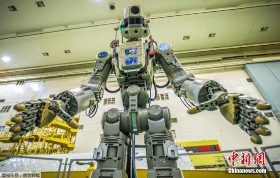 """资料图:俄罗斯机器人""""费多尔""""。"""