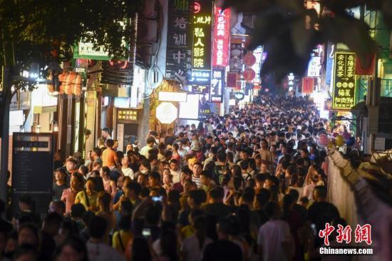 报告显示白领流行趋势:上海人爱美 广东人爱吃