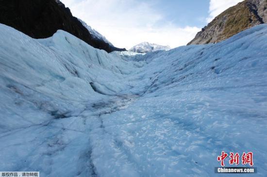 自2011年以来,大多数新西兰冰川都在迅速消融。曾经可以步行前往的弗朗兹约瑟冰川和福克斯冰川,现在已经很难通过步行抵达。瓦戈说,冰川在气候变化中能留存下来多长时间,取决于它们的位置和大小。最近一项研究发现,从20世纪70年代末到2016年,新西兰的冰川面积减少了约31%。 (资料图)