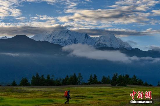 山村老尸未删减尼泊尔喜马拉雅山区发生雪崩 4名韩国人3名尼泊尔人失踪