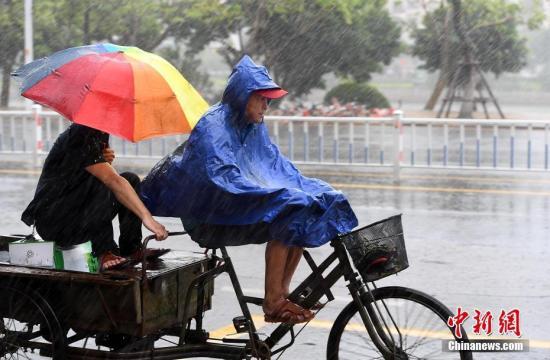 资料图:暴雨。 中新社记者 张斌 摄