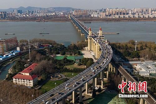 图鹤隳北少江年夜桥,毗连江北江北。(材料图片)a target='_blank' href='http://www.chinanews.com/'种孤社/a记者 泱波 摄