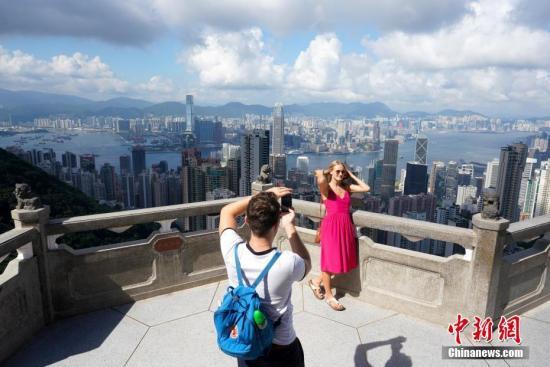 香港百业衰退人人自危 专家称最坏情况或30万人失业