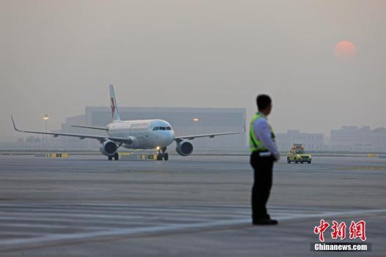 材料图:飞机筹办腾飞。a target='_blank' href='http://www.chinanews.com/'中新社/a记者 殷坐勤 摄