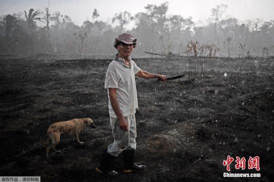 年夜水正在巴西东南部的隆多僧亚州残虐,浓烟覆盖了Velho口岸都会,迫使机场封闭了远两个小时。