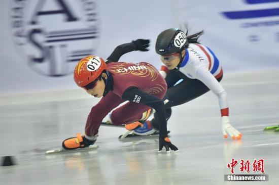 亚洲短道速滑公开大奖赛是亚洲滑冰联盟的重要赛事,旨在推动短道速滑运动在亚洲的推广和发展,自1990年创办以来,已成为亚洲集体育竞赛和交流合作的重要平台,参赛规模不断扩大。中新社记者 刘冉阳 摄