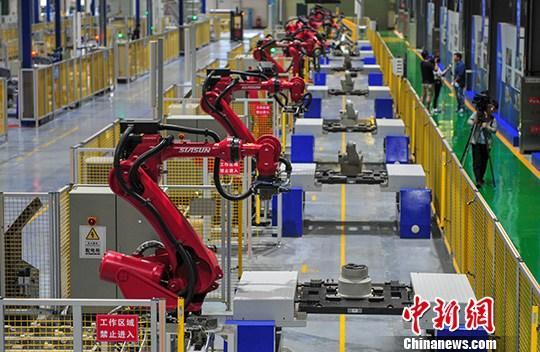 材料图:产业机械人。a target='_blank' href='http://www.chinanews.com/'种孤社/a记者 于陆地 摄