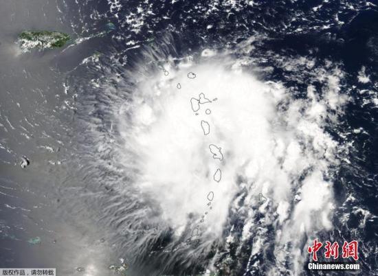 """8月29日动静,寒带风暴""""多利安""""晋级为一级飓风,并会间接要挟波多黎各。跟着风暴愈来愈靠近好国年夜陆,其强度能够会进一步增强。图为好国航天局拍摄到的""""多利安""""挪动图象。"""