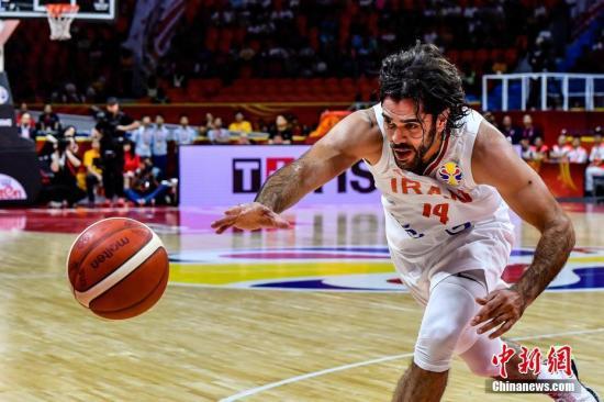 资料图:伊朗球员在底线救球。<a target='_blank' href='http://www.chinanews.com/'>中新社</a>记者 陈骥旻 摄