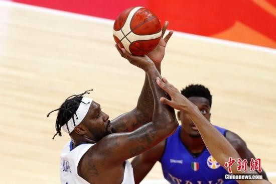 正在广东佛山停止的2019年国际篮联篮球天下杯D组小组赛中 , 菲律宾蹲笤62 : 108背于意年夜利队 。 <a target='_blank' href='http://www.chinanews.com/'>种孤社</a>记者 韩海丹 摄