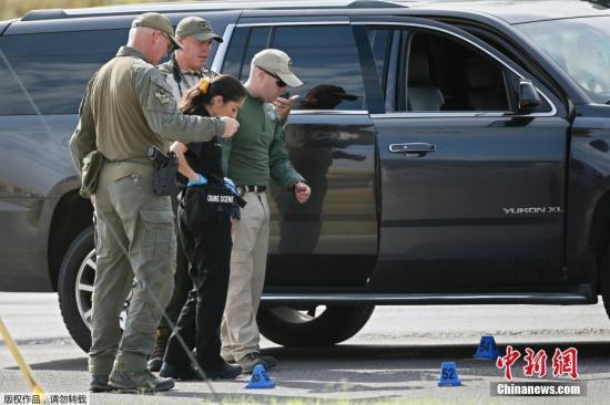 材料图@员天工夫9月1日,正在好国得克萨斯州敖德萨市,法律职员查询拜访枪击发明场。