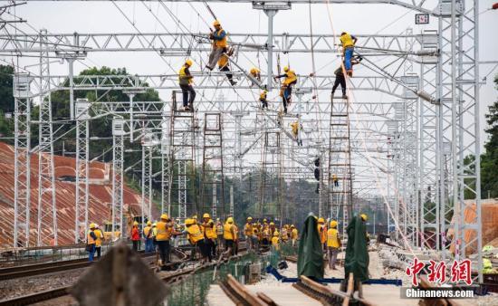 材料图:浩凶铁路施工照片。赵秋 摄