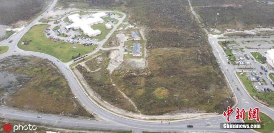 """美国海岸警卫队提供的一张照片显示了2019年9月2日巴哈马马什港损坏的鸟瞰图,当时飓风""""多里安""""正在横扫全国。图片来源:IC photo"""
