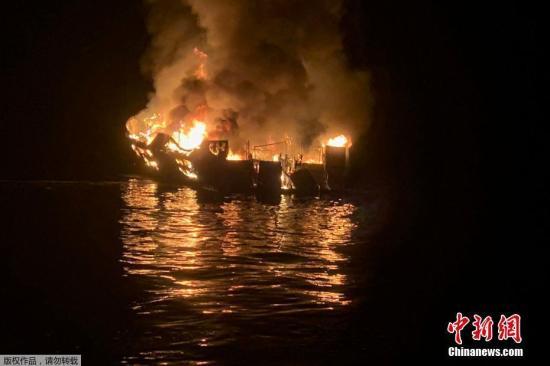 当地时光9月2日,美国加州圣克鲁斯岛北部海域一艘潜水支援船起火,造成34人死亡。