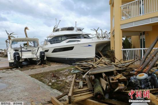 本地工夫9月4日,飓风事后,巴哈马群岛阿巴科岛上两艘船停正在海洋上。
