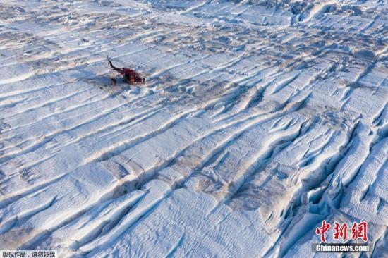 2019年9月4日报道,据外媒报道,科学家警告称,格陵兰冰盖在2019年的融化数量,可能会创下历史纪录。报道称,在2019年,格陵兰所失去的冰川数量,足以使全球平均海平面上升超过1毫米。图为格陵兰冰盖。