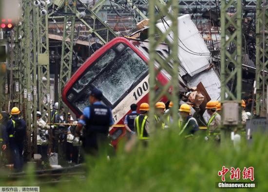 本地工夫9月5日,日本横滨市神奈川区京慢线一铁路讲心发作电车取卡车相碰变乱。
