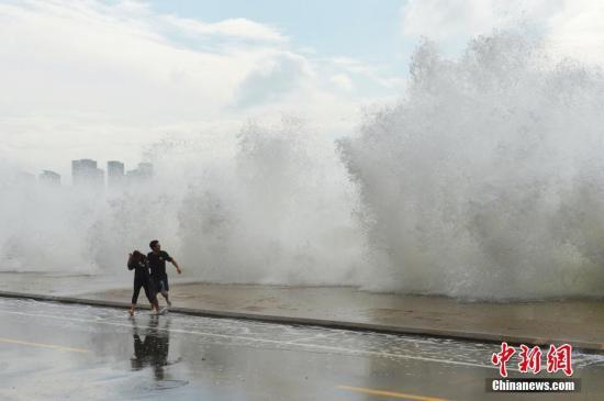 """材料图:台风""""玲玲""""影响。a target='_blank' href='http://www.chinanews.com/'中新社/a收 王海滨 摄 图片滥觞:CNSPHOTO"""