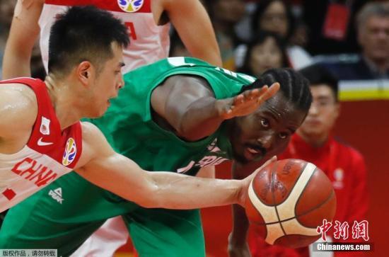 9月8日,中國男籃結束了在本屆世界杯上的最后一場比賽,面對實力強大的非洲勁旅尼日利亞,最終以73:86遺憾敗北。這場事關東京奧運會直通資格的關鍵戰中,中國男籃雖然拼盡全力,但末節沒能頂住對手的攻勢,中國隊將無緣東京奧運會直通資格。
