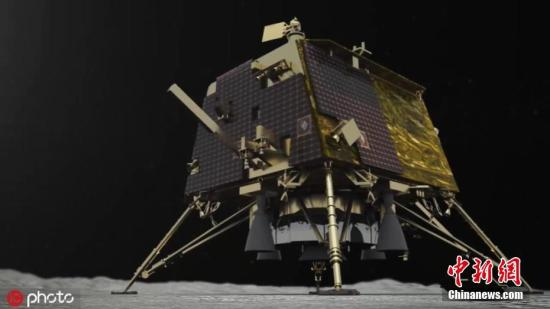 """资料图:当地时间9月8日,印度空间研究组织(ISRO)发布未注明日期的""""月船2号""""登陆器""""维克拉姆""""号登陆的模拟图片。据外媒9月8日报道,印度空间研究组织称,在Chandrayaan 2号轨道飞行器的帮助下,发现了""""维克拉姆""""号登陆器在月球上的确切位置。据悉,当地时间7日凌晨,""""维克拉姆""""号曾在月球南极软着陆时地面控制中心失联。有天文学家表示,根据无线电望远镜的数据,相信登陆器已经坠毁。图片来源:ICphoto"""