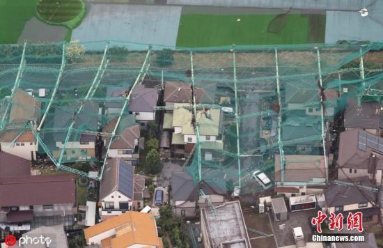"""当地时间2019年9月9日,日本千叶县,第15号台风""""法茜""""登陆日本,带来强风暴雨,一高尔夫球练习场的围栏倒塌。 圖片來源:ICphoto"""