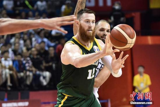 9月9日早,正在北京停止的2019年国际篮联篮球天下杯小组赛第两阶段角逐中,法国队以98比100没有敌澳年夜利亚队。图为球员正在角逐中。刘建平易近 摄
