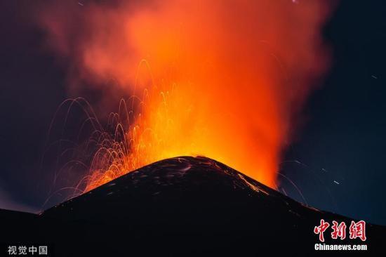 资料图:当地时间2019年9月9日,意大利西西里岛的一座火山发生喷发。图片来源:视觉中国