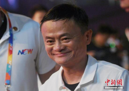 9月10日,马云离开晚会现场,泪湿眼眶。当日,阿里巴巴集团在浙江杭州举行20周年纪念晚会,马云卸任阿里巴巴集团董事局主席,集团CEO张勇接任。中新社记者 王刚 摄