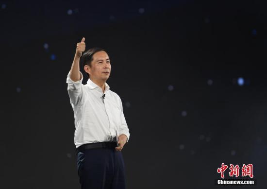 9月10日,张勇在晚会上发言。当日,阿里巴巴集团在浙江杭州举行20周年纪念晚会,马云卸任阿里巴巴集团董事局主席,集团CEO张勇接任。中新社记者 王刚 摄