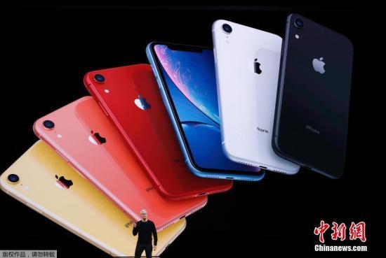 当地时间9月10日,苹果举行2019秋季新品发布会。图为苹果首席执行官蒂姆·库克介绍iPhone 11。