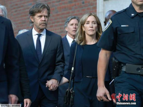 据悉,该案被视案中其他原告的审讯战量刑指引。正在接上去的2个月里,借将有十几名其他认功的怙恃被胖固。图霍妇曼取丈妇一同分开法院。