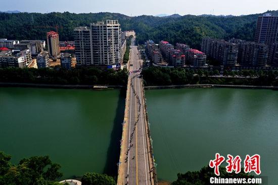<b>中国云南车队选手斩获第十届环鄱阳湖国际自行车大赛总冠军</b>