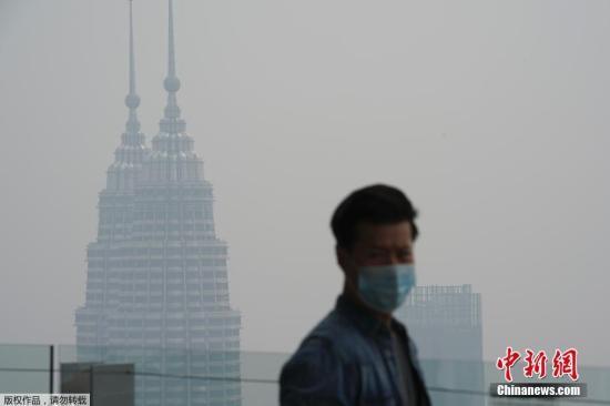 本地工夫9月18日 , 受印度僧西亚连续丛林火警 , 马去西亚凶隆坡呈现严峻氛围净化 。 据报导 , 迩来印僧气候枯燥 , 更是加重了水势的舒展 。 跟着烟霾的分散 , 马去西亚 、 新减坡等邻国也遭到扳连 。