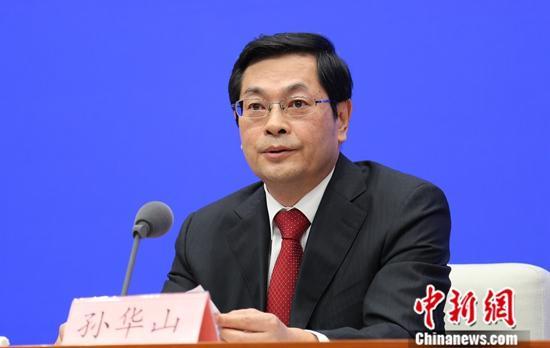 9月18日,中国国务院新闻办公室在北京举行新闻发布会。应急管理部副部长孙华山介绍新时代应急管理事业改革发展情况,并答记者问。中新社记者 杨可佳 摄